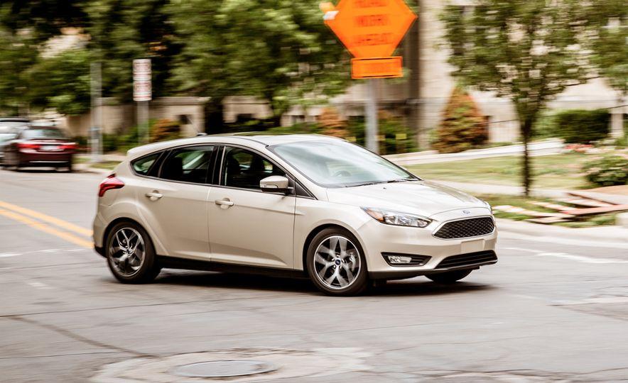 2017 Ford Focus hatchback - Slide 1