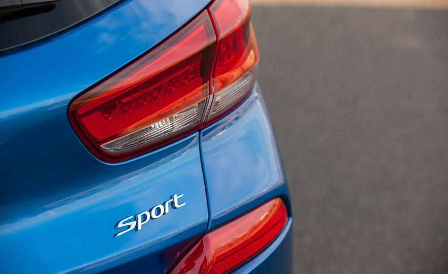 2018 Hyundai Elantra GT hatchback - Slide 15