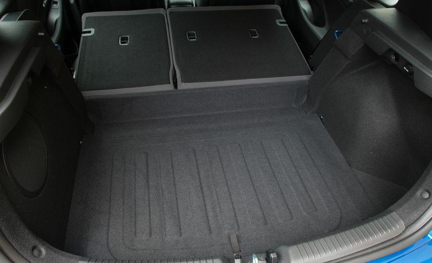 2018 Hyundai Elantra GT hatchback - Slide 17