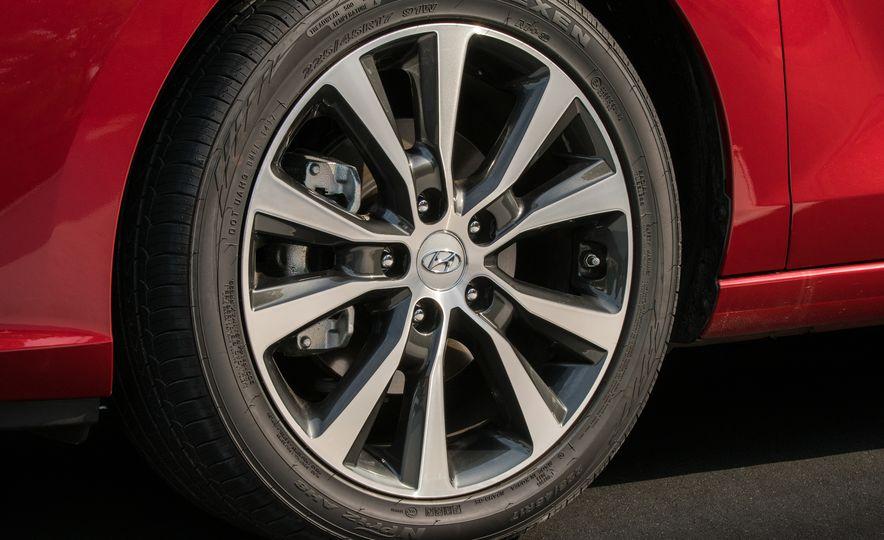 2018 Hyundai Elantra GT hatchback - Slide 24