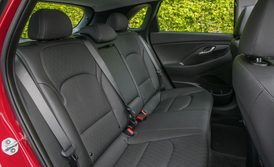 2018 Hyundai Elantra GT hatchback - Slide 27
