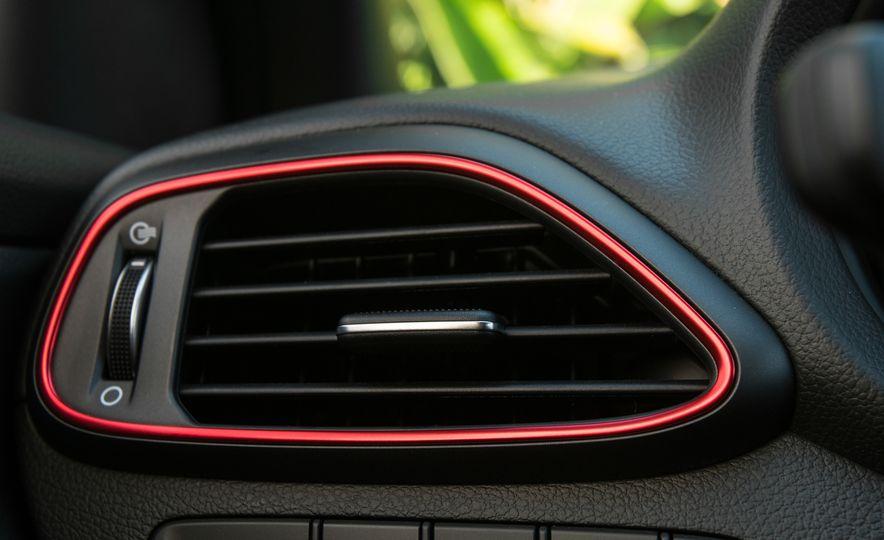 2018 Hyundai Elantra GT hatchback - Slide 60