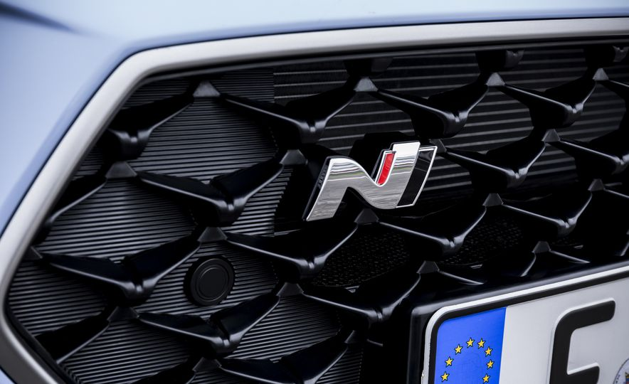 2018 Hyundai i30N (Euro-spec) - Slide 17