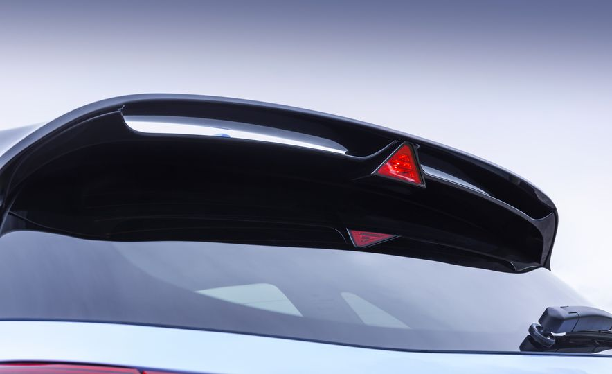 2018 Hyundai i30N (Euro-spec) - Slide 18
