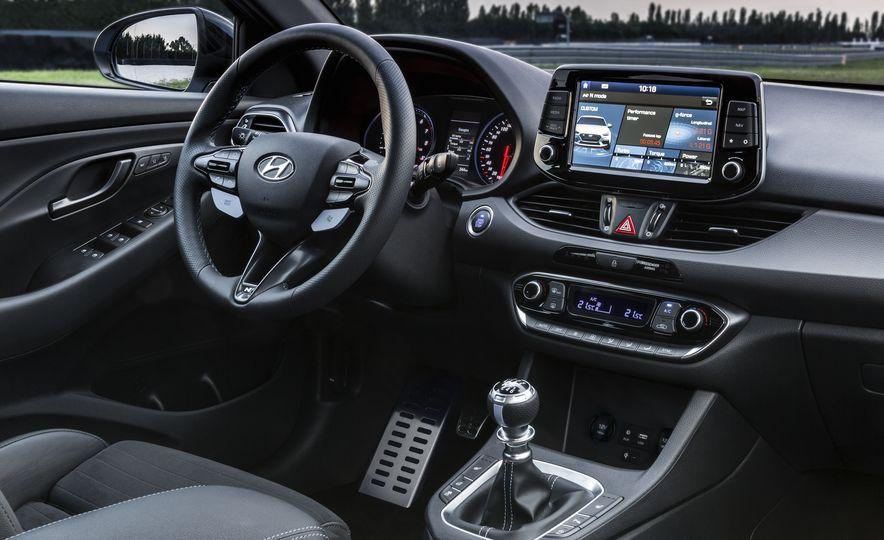 2018 Hyundai i30N (Euro-spec) - Slide 24