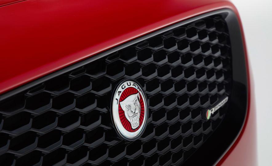 2018 Jaguar E-Pace - Slide 21