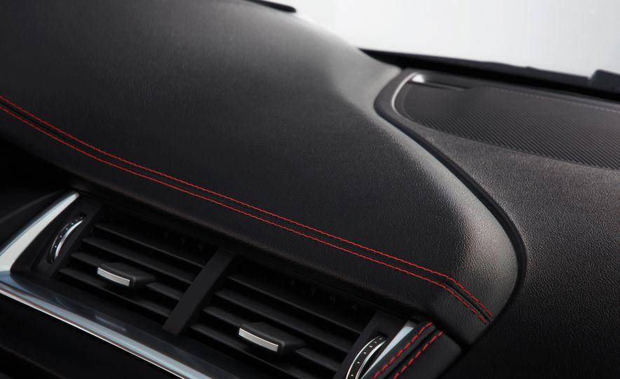 2018 Jaguar E-Pace - Slide 40