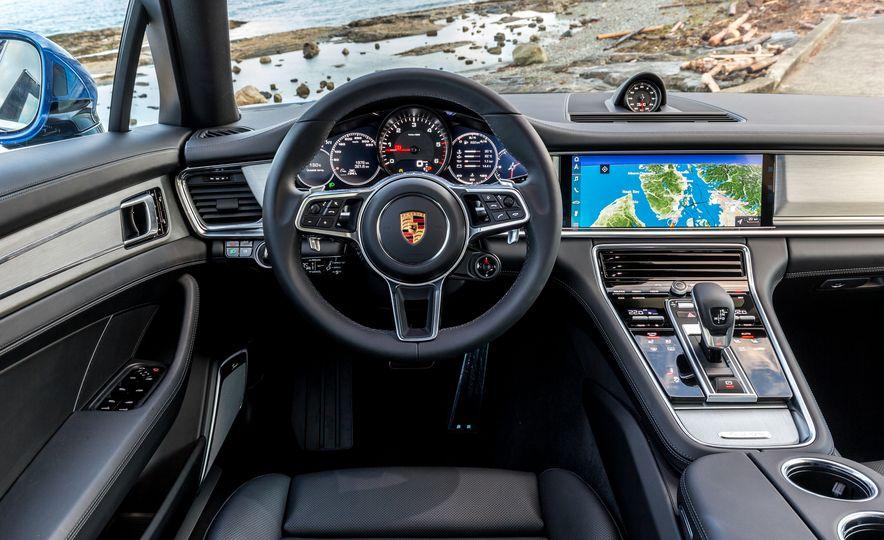 2018 Porsche Panamera Sport Turismo - Slide 13