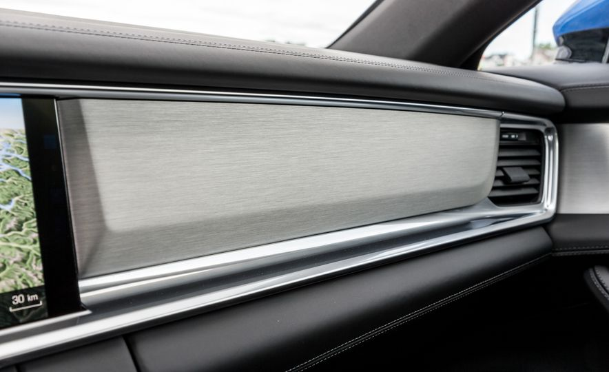 2018 Porsche Panamera Sport Turismo - Slide 16