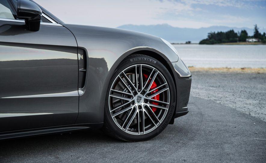 2018 Porsche Panamera Sport Turismo - Slide 32