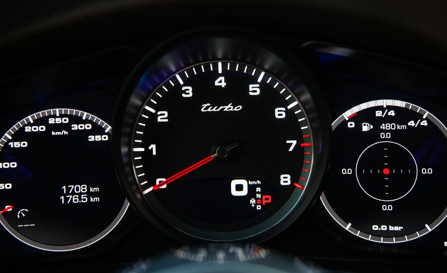 2018 Porsche Panamera Sport Turismo - Slide 36