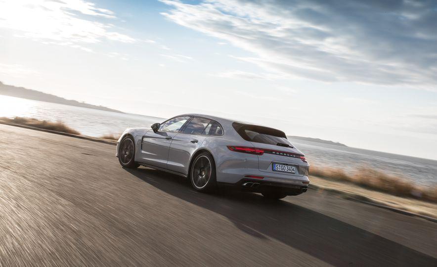 2018 Porsche Panamera Sport Turismo - Slide 54