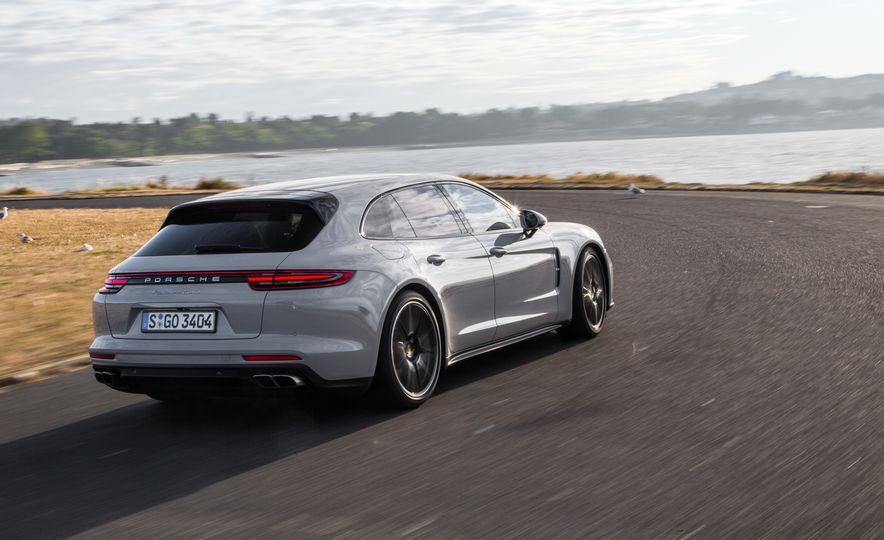 2018 Porsche Panamera Sport Turismo - Slide 57