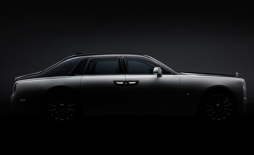 2018 Rolls-Royce Phantom LWB - Slide 16