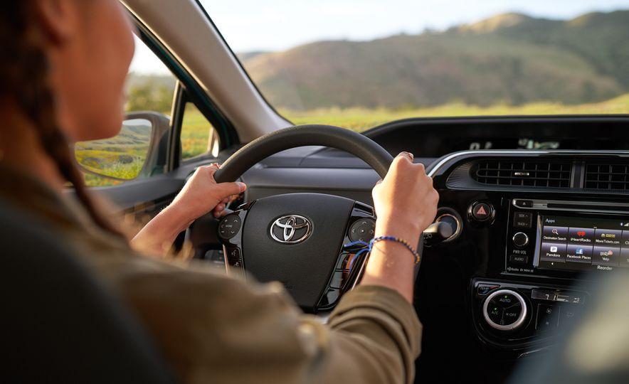 2018 Toyota Prius C - Slide 9