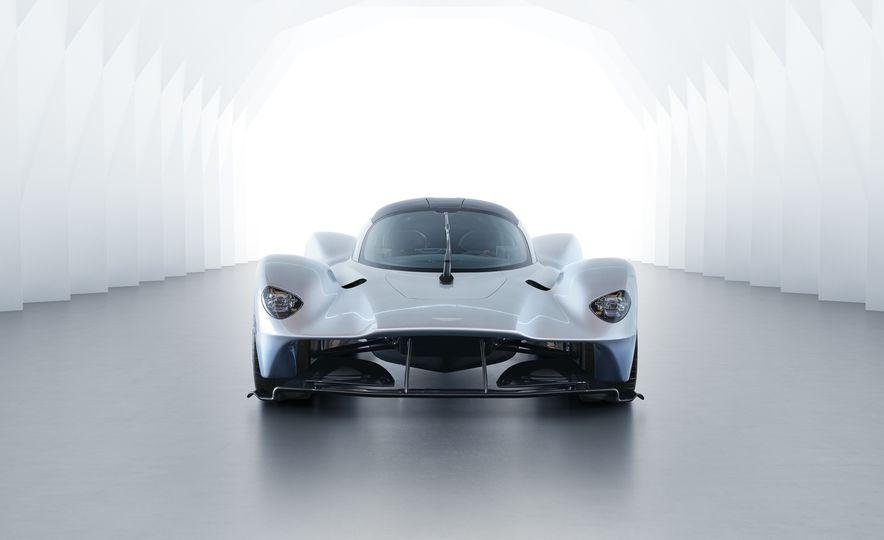 Aston Martin Valkyrie - Slide 2