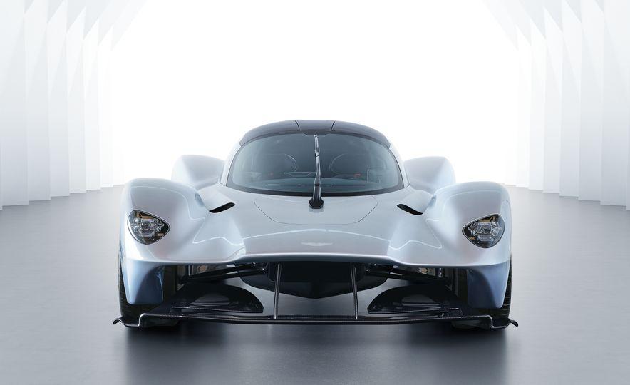 Aston Martin Valkyrie - Slide 3