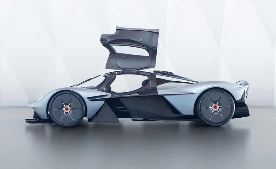 Aston Martin Valkyrie - Slide 4