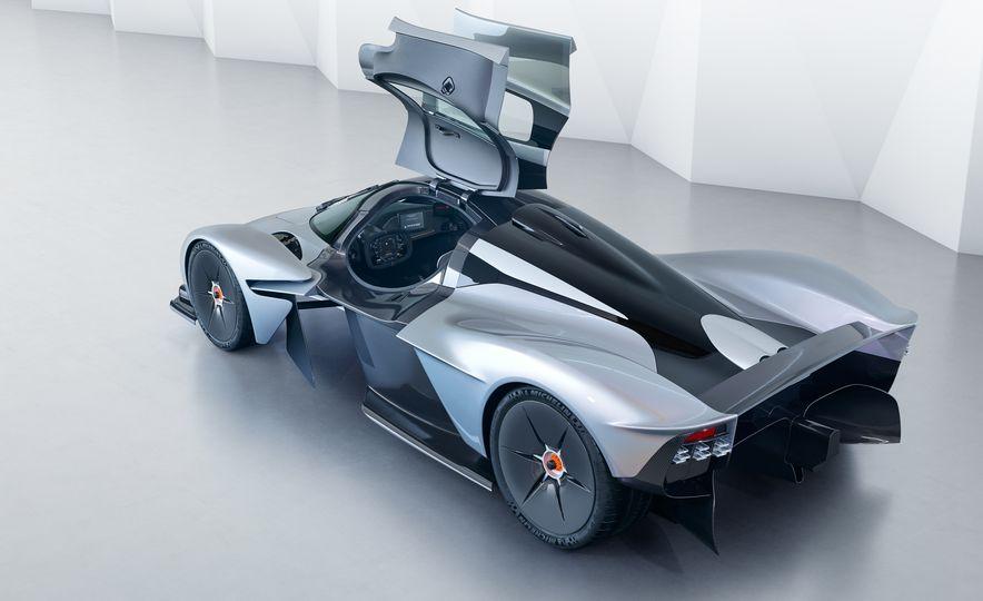 Aston Martin Valkyrie - Slide 6