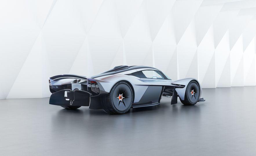 Aston Martin Valkyrie - Slide 11