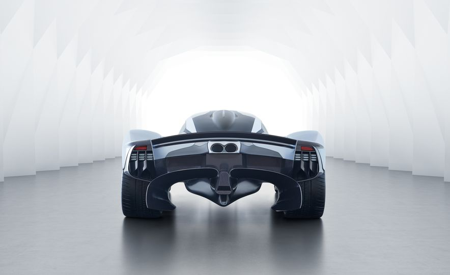 Aston Martin Valkyrie - Slide 7