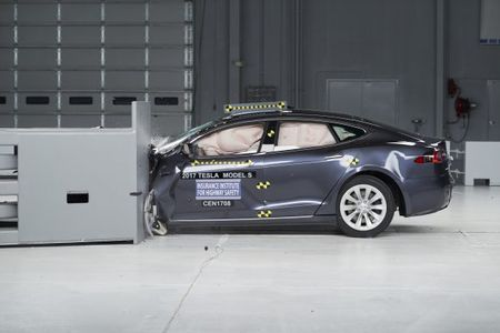 IIHS Crash-Tests Large Cars: Lincoln, Mercedes, and Toyota Get Top Marks; Tesla, Ford, and Chevrolet Fall Short
