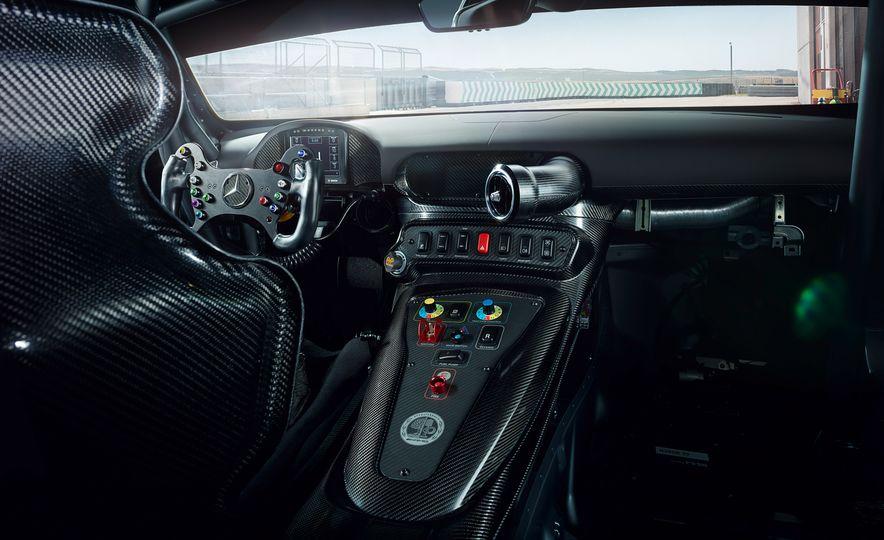 Mercedes-AMG GT4 race car - Slide 7