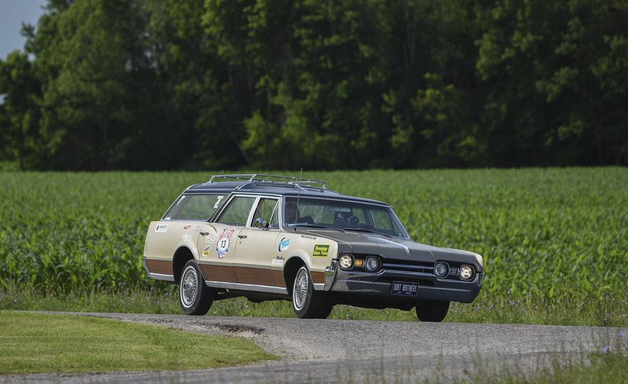 Go Out and Play: Museum-Eligible Vintage Cars That Race Cross-Country Instead - Slide 15