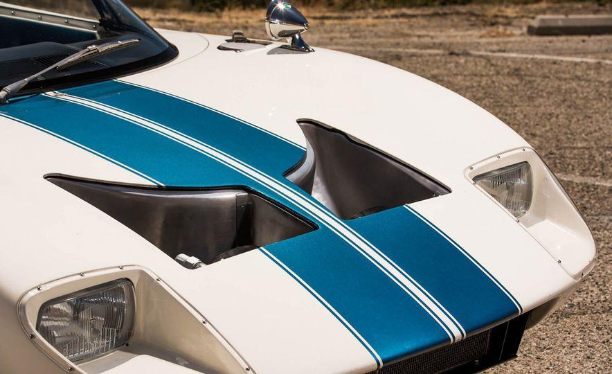1965 Ford GT40 Roadster - Slide 9