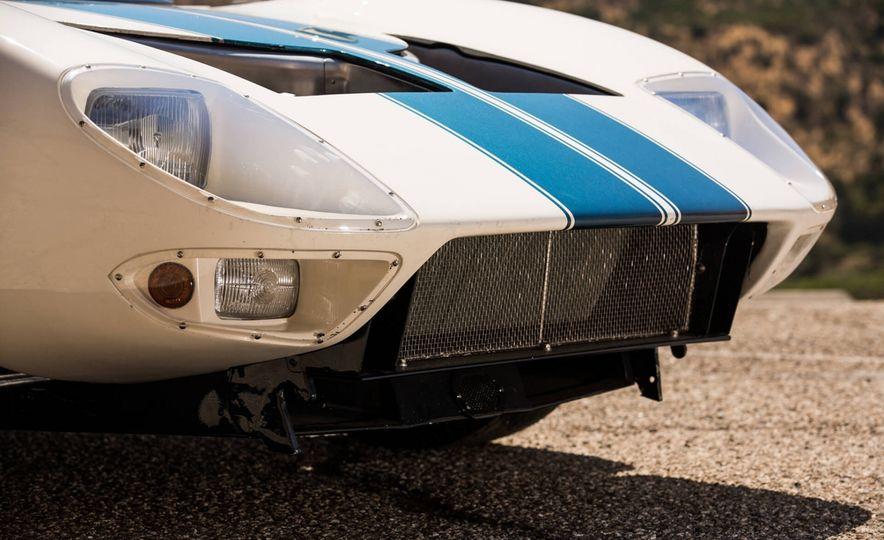 1965 Ford GT40 Roadster - Slide 10