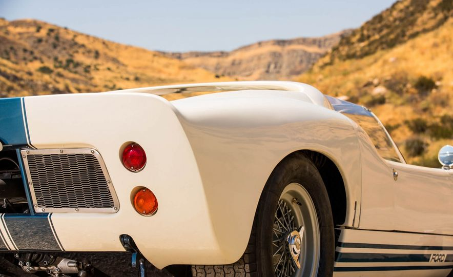 1965 Ford GT40 Roadster - Slide 14