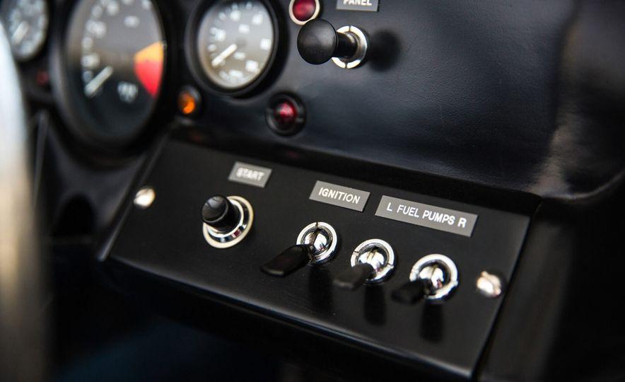 1965 Ford GT40 Roadster - Slide 19