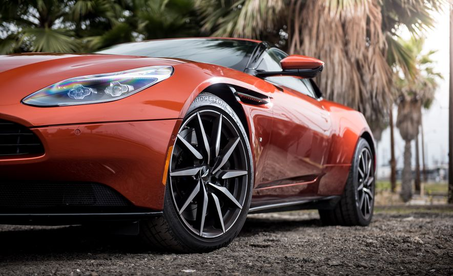 2017 Aston Martin DB11 - Slide 6