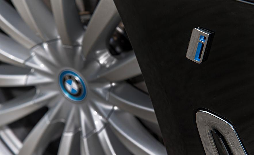 2017 BMW 740Le (Euro-spec) - Slide 22
