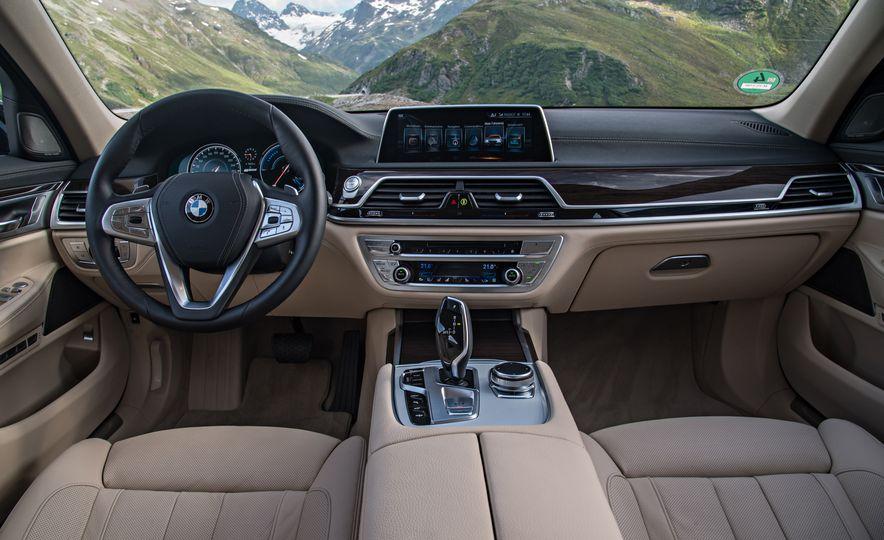 2017 BMW 740Le (Euro-spec) - Slide 26