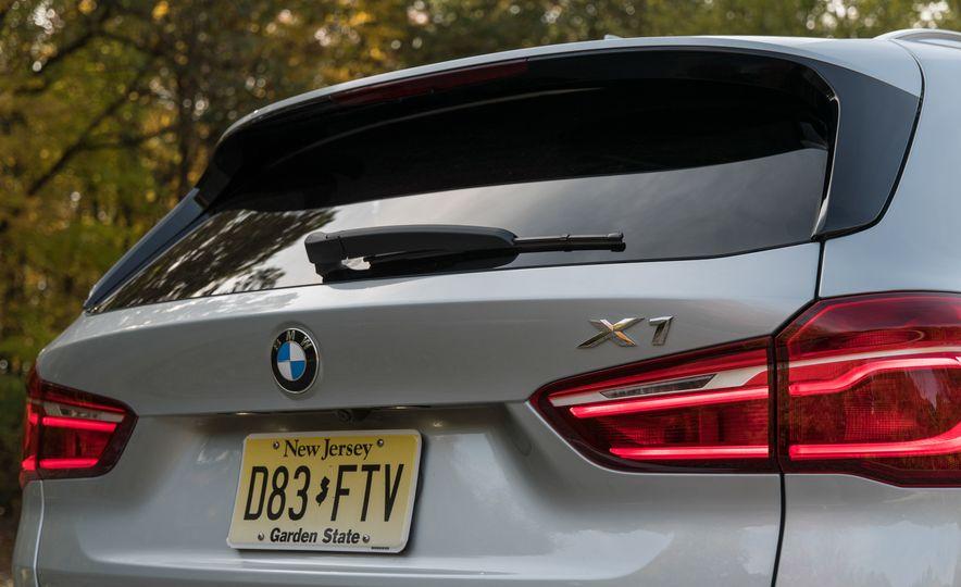 2017 BMW X1 xDrive28i - Slide 21