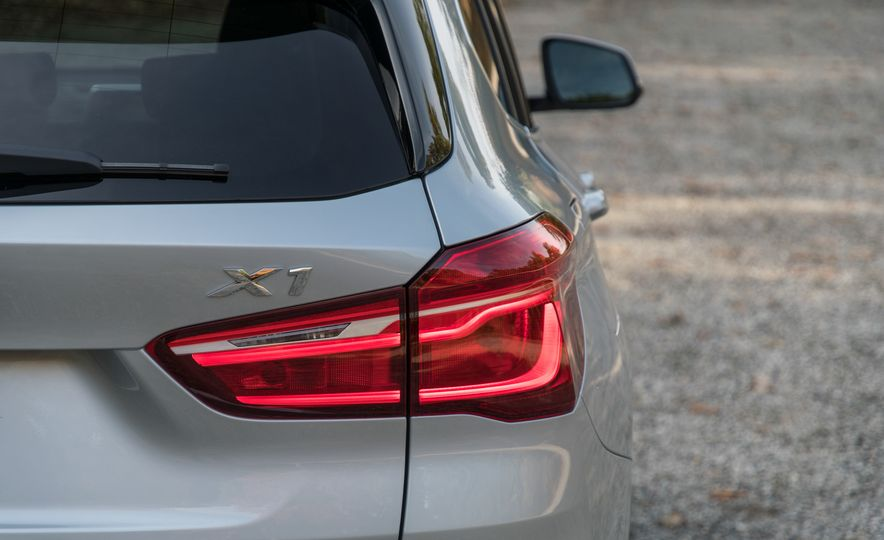 2017 BMW X1 xDrive28i - Slide 22