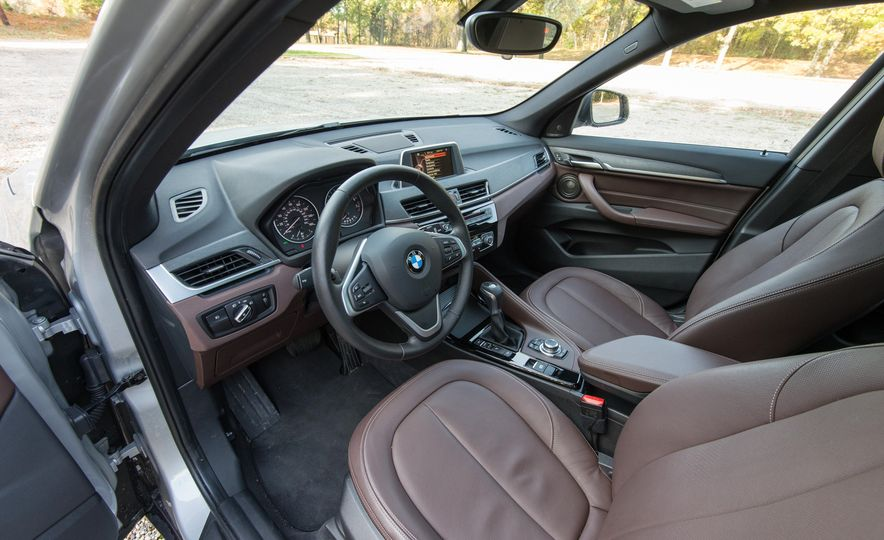 2017 BMW X1 xDrive28i - Slide 24
