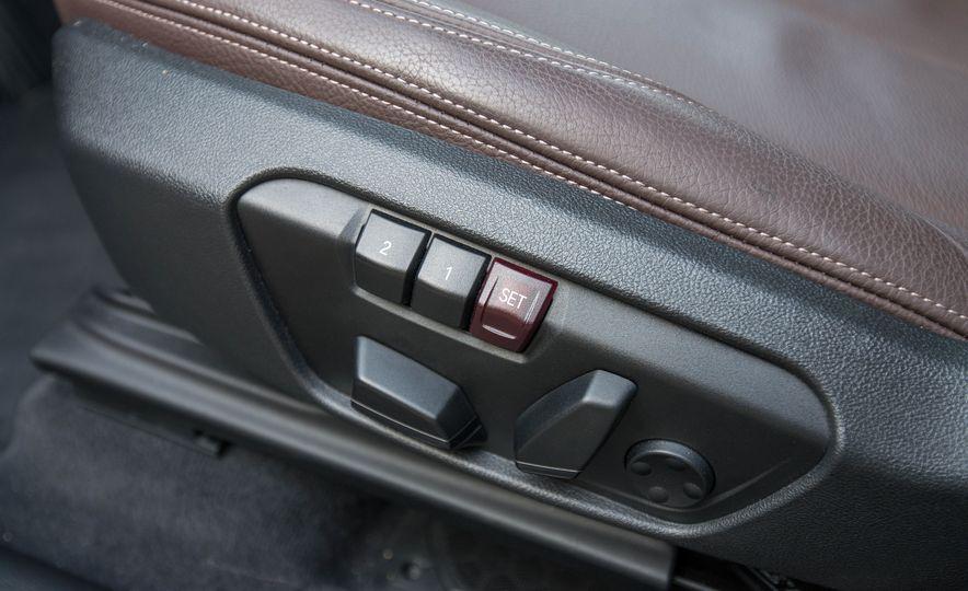 2017 BMW X1 xDrive28i - Slide 34