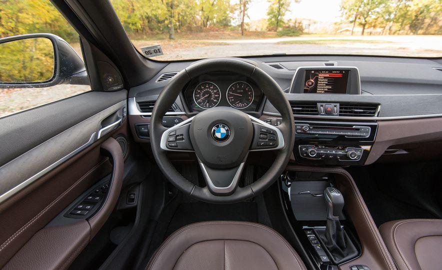 2017 BMW X1 xDrive28i - Slide 40