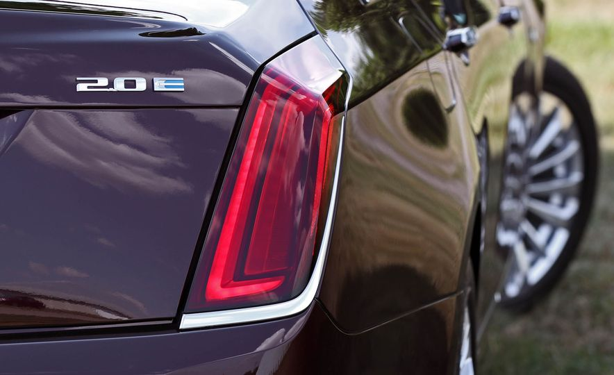 2017 Cadillac CT6 PHEV - Slide 28