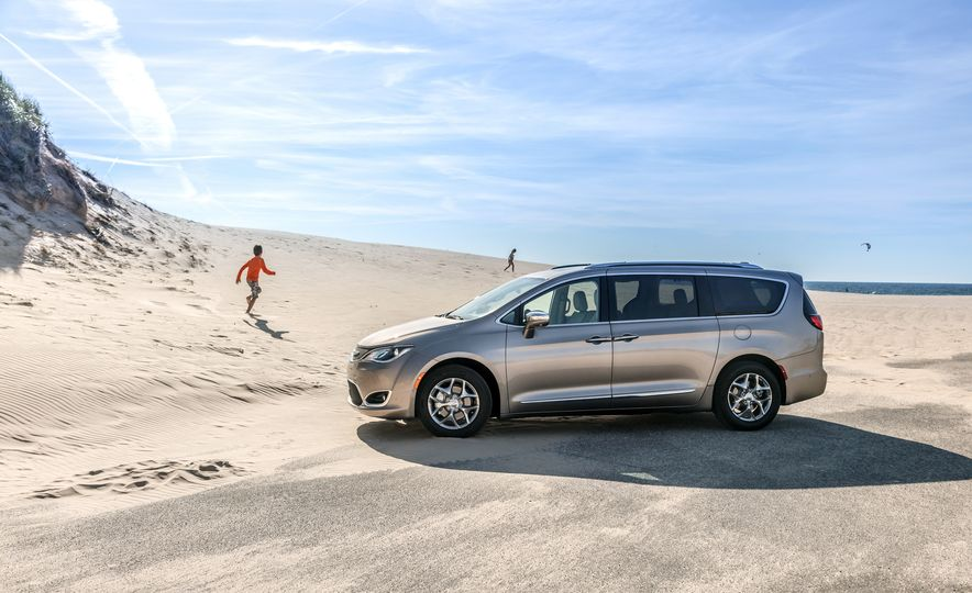 2017 Chrysler Pacifica Limited, 2017 Toyota Sienna Limited Premium, and 2018 Honda Odyssey Elite - Slide 4