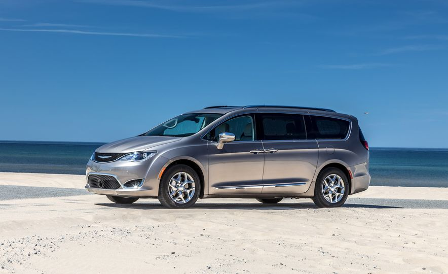 2017 Chrysler Pacifica Limited, 2017 Toyota Sienna Limited Premium, and 2018 Honda Odyssey Elite - Slide 7