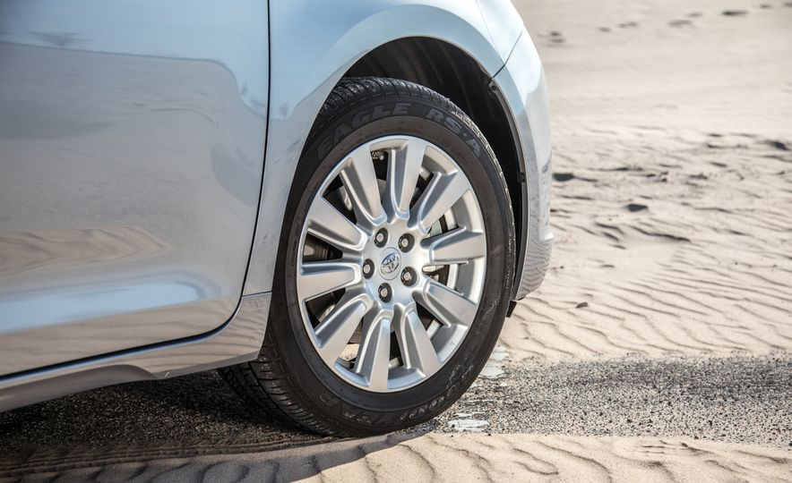 2017 Chrysler Pacifica Limited, 2017 Toyota Sienna Limited Premium, and 2018 Honda Odyssey Elite - Slide 10