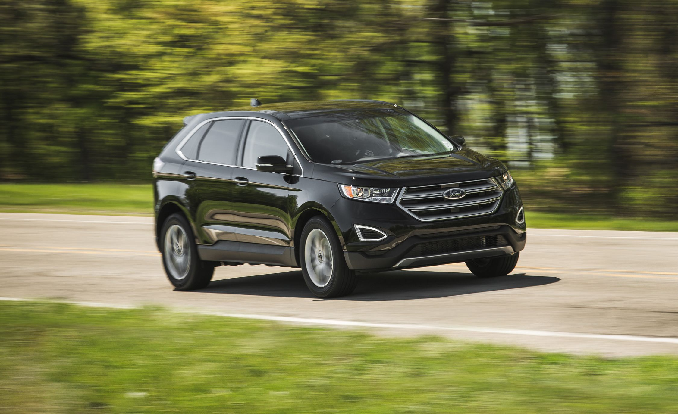 ford edge reviews ford edge price photos and specs car and driver. Black Bedroom Furniture Sets. Home Design Ideas