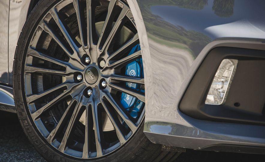 2017 Ford Focus RS - Slide 25