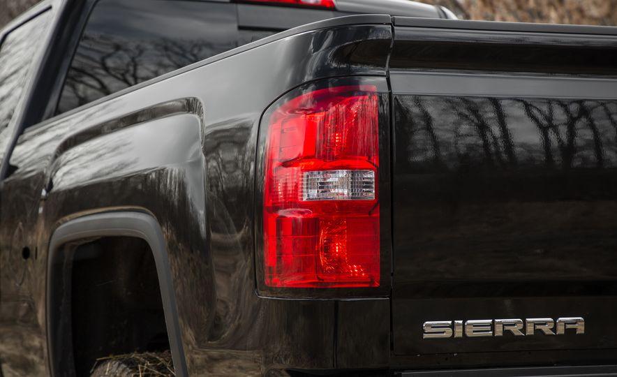 2017 GMC Sierra 2500HD - Slide 24