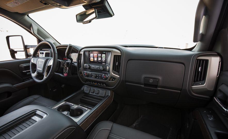 2017 GMC Sierra 2500HD - Slide 30