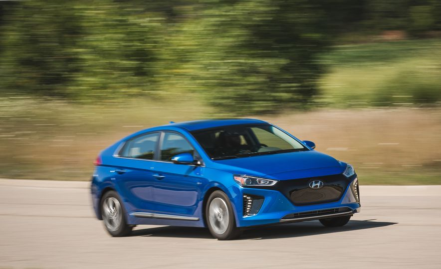 2017 Hyundai Ioniq Electric - Slide 2