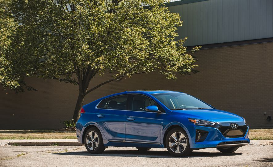 2017 Hyundai Ioniq Electric - Slide 9